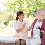 シニア女性にとって必要な保険とは?